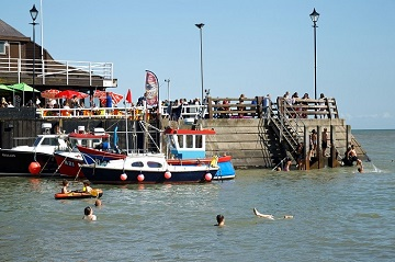 Boats_pier_and_swimmers_at_Broadstairs_Kent_England_380